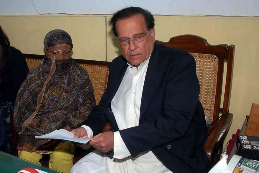Punjab governor Salman Taseer (right) was shot dead in 2011 by Mumtaz Qadri, a former police bodyguard. Qadri's death sentence was upheld by Pakistan's Supreme Court on Wednesday, Oct 7, 2015.