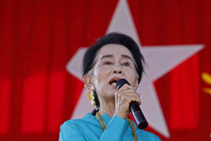 Ms Aung San Suu Kyi intends to lead a new Myanmar government if her party wins historic polls despite being barred from the presidency.