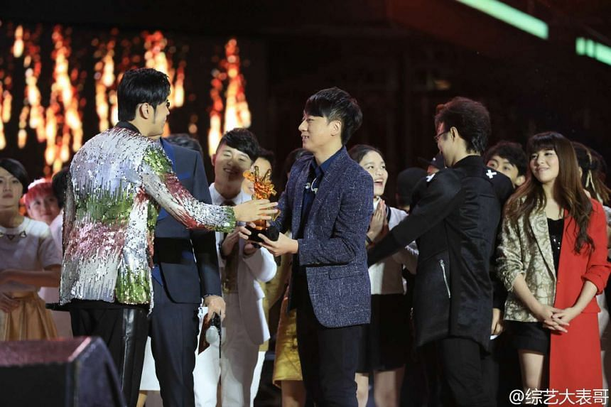 Superstar singer Jay Chou (left) congratulating Zhang Lei, who was coached by Na Ying to win The Voice Of China competition.