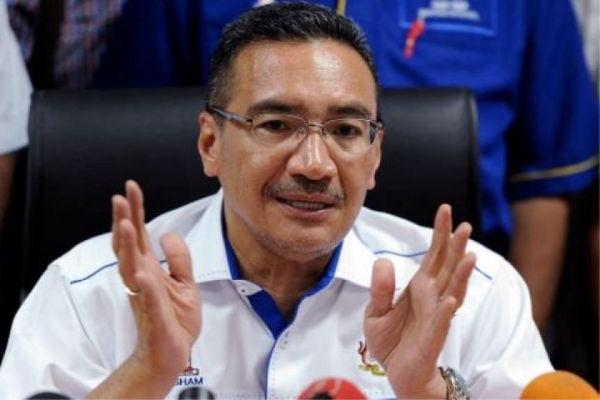 Malaysia's Defence Minister Hishammuddin Hussein has refuted claims that the royal rulers in Malaysia have lost confidence in Prime Minister Najib Razak.