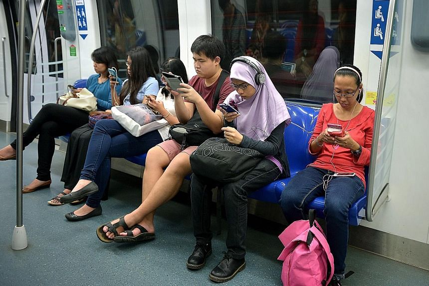 Consumers' mobile connections would suffer if the IDA goes ahead with a plan to set aside a large block of mobile frequencies in premium slots at a heavily discounted rate for a potential fourth telco, say the existing three.
