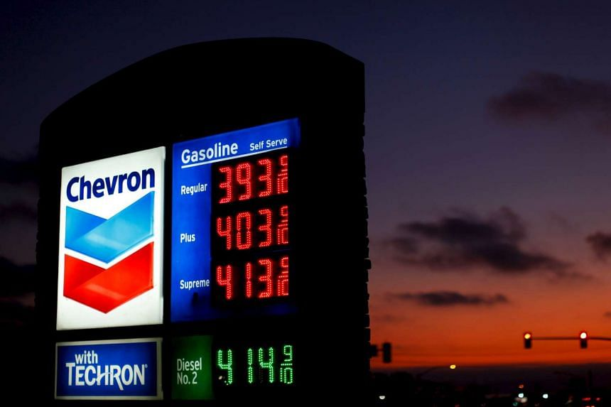Chevron is cutting staff on its global energy trading desks, making it the latest division to face reductions as part of a US$3 billion (S$4.2 billion) cost-saving plan brought on by low crude oil prices.