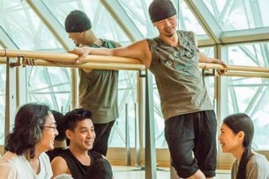 Above 40 is a deeply honest meditation on love, life and dance by four of Singapore's beloved second-generation dancer-choreographers Kuik Swee Boon, Silvia Yong, Jeffrey Tan and Albert Tiong.