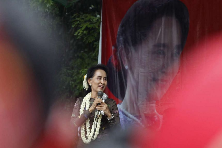 Myanmar opposition leader Aung San Suu Kyi  talks to her supporters during her campaign in Taikkyi township, outskirt of Yangon, Myanmar, Oct 10, 2015.