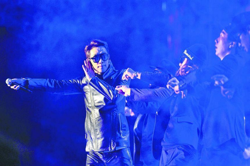 South Korean star Rain performing at a Sino-Korean Stars Charity Concert in Tianjin on Sunday.