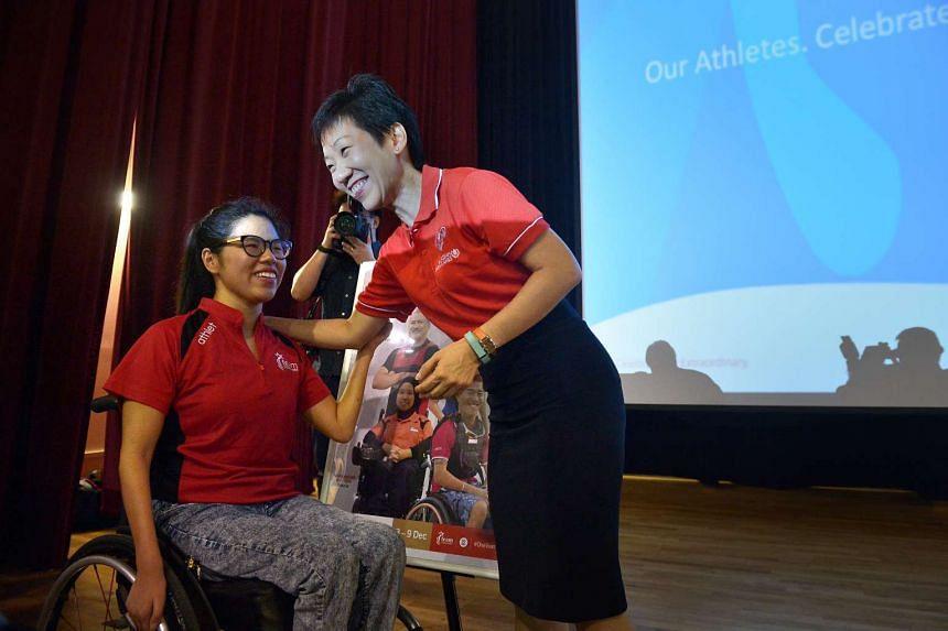 Ms Grace Fu speaking to swimmer Yip Pin Xiu.