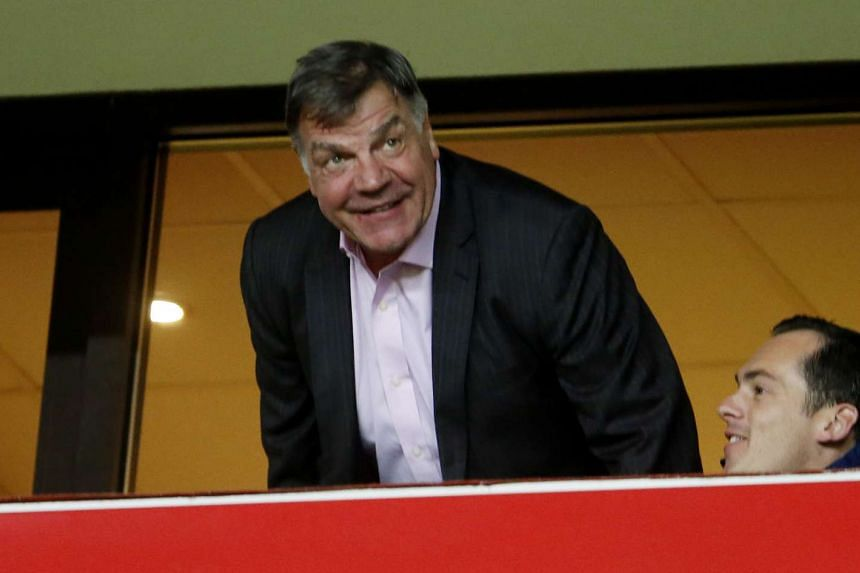 New Sunderland manager Sam Allardyce has taken a swipe at Arsenal manager Arsene Wenger and former Liverpool manager Rafael Benitez in his autobiography.