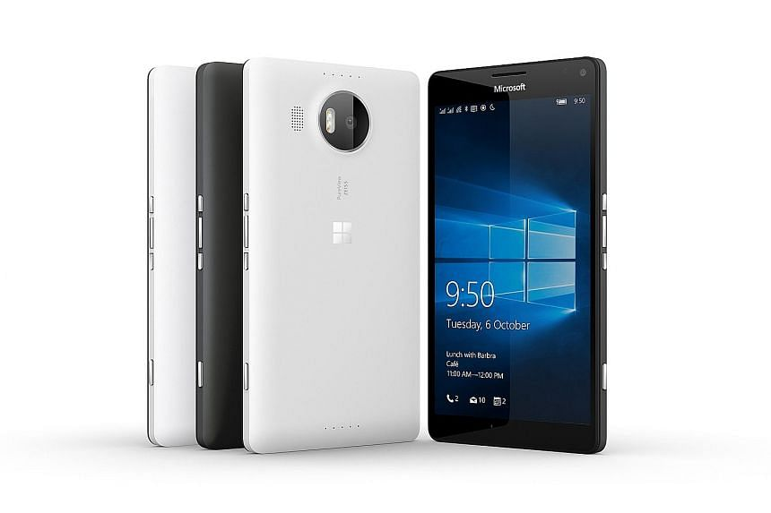 The new Lumia 950 XL allows you to use the phone and run other apps, even while the monitor is displaying a universal Windows app