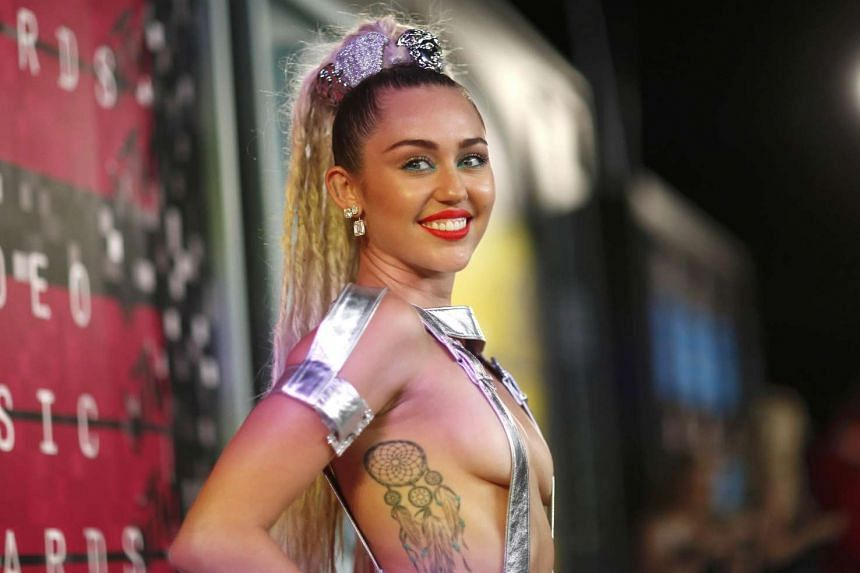 Cyrus is planning a concert where she, her band and the audience are all naked.