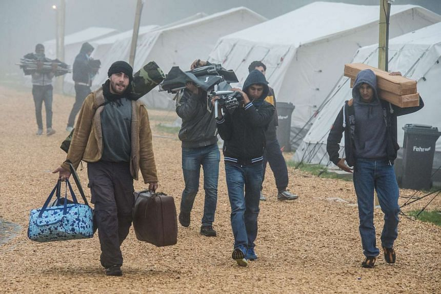 Refugees vacate a tent camp near Schwarzenborn, Germany, in temperatures just above freezing, on Oct 15, 2015.