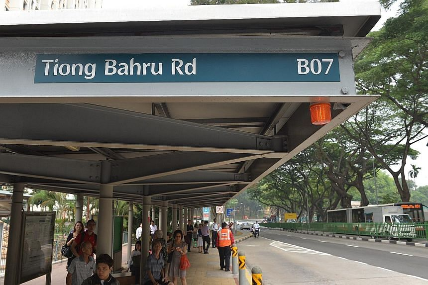 The beacon at this bus stop lights up when free bus services are running to take passengers affected by train service disruptions to their destinations. The new beacon is on trial at some bus stops. Yesterday, the LTA, together with SMRT and SBS Tran