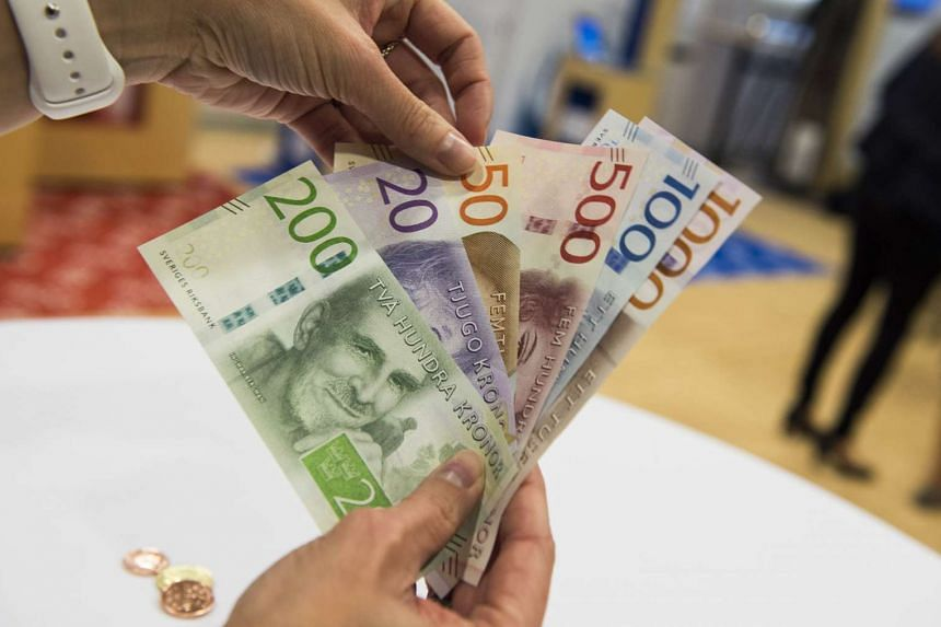 Samples of new Swedish bank notes are seen at a press conference in Stockholm on Oct 1, 2015. Over 300 million old bank notes and two billion coins to be replaced by new currency designed to defeat counterfeits.