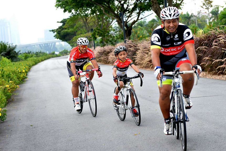 Current Singapore Cycling Federation president Suhaimi Haji Said (right) and his two sons, Danish (left) and Darwish (centre).