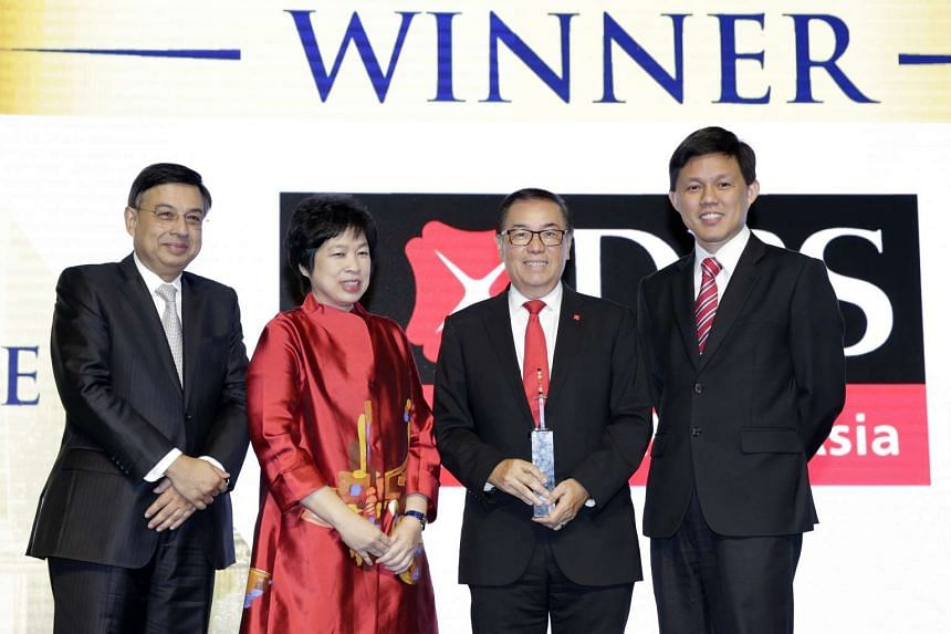 (From left) Mr Gautam Banerjee, chairman of Blackstone Singapore and the selection committee for the Singapore Corporate Governance awards category; Mrs Lim Hwee Hua, Sias chairman; DBS Group Holdings chairman Peter Seah, with the Singapore Corporate