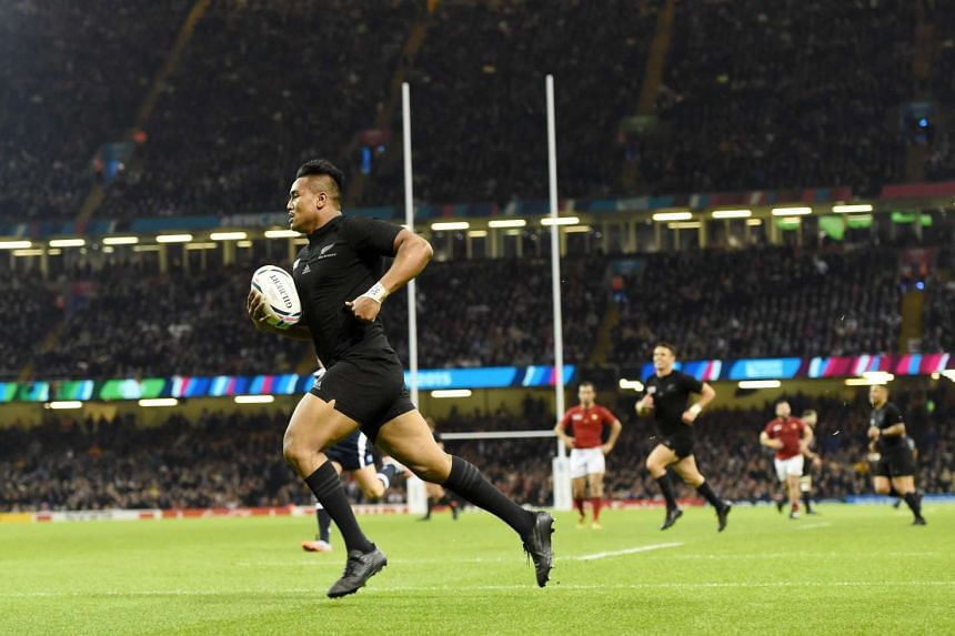 ]New Zealand's Julian Savea scores a try during the Rugby World Cup 2015 quarter final match between New Zealand and France at the Millennium Stadium in Cardiff, Britain, on Oct 17, 2015.