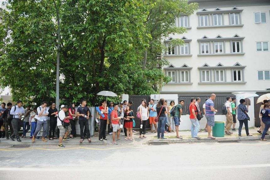 The queue outside the Myanmmar Embassy as of 1pm on 19 Oct, 2015.