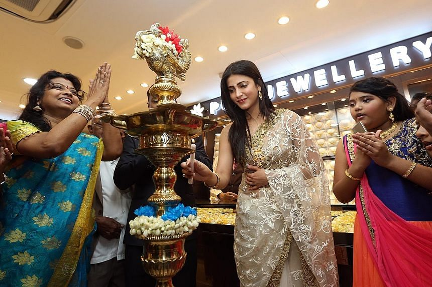 Actress Shruti Haasan (centre) was here for the relaunch of Indian jewellery shop Ishtara.