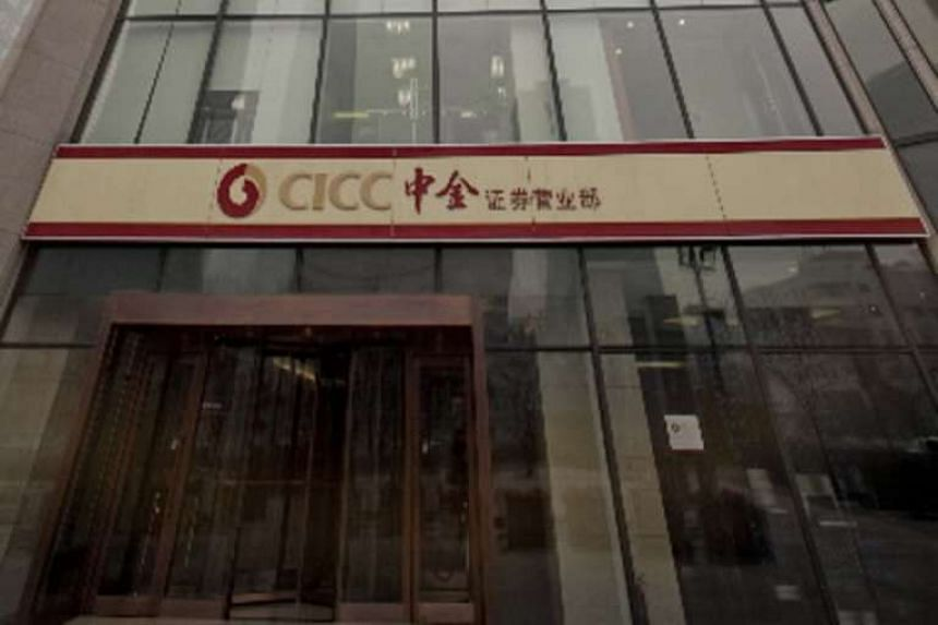 China International Capital Corp reduced the size of its initial public offering in Hong Kong to US$800 million (S$1.11 billion).