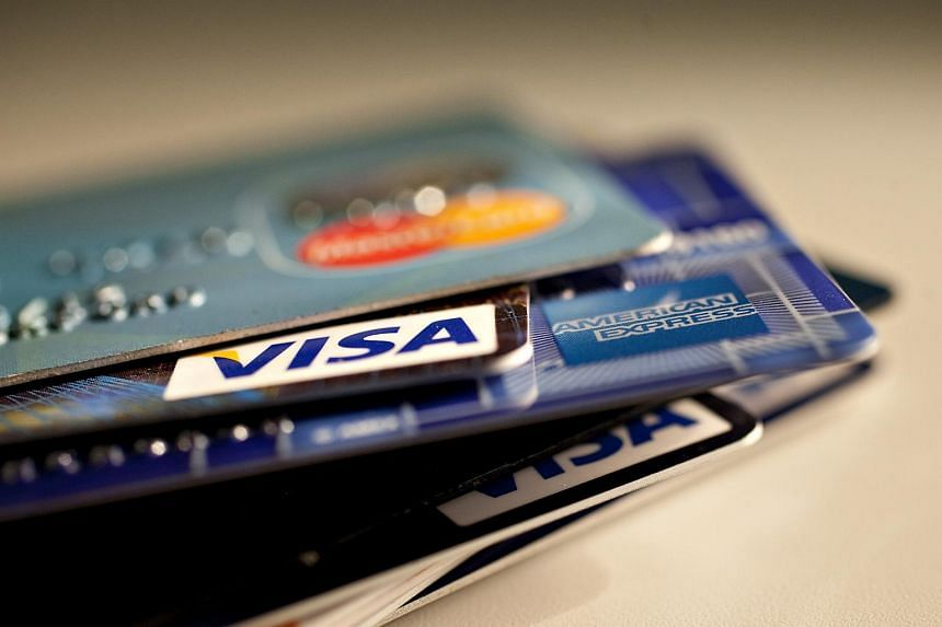 American Express topped a credit card satisfaction survey conducted in Singapore by global market research firm JD Power.