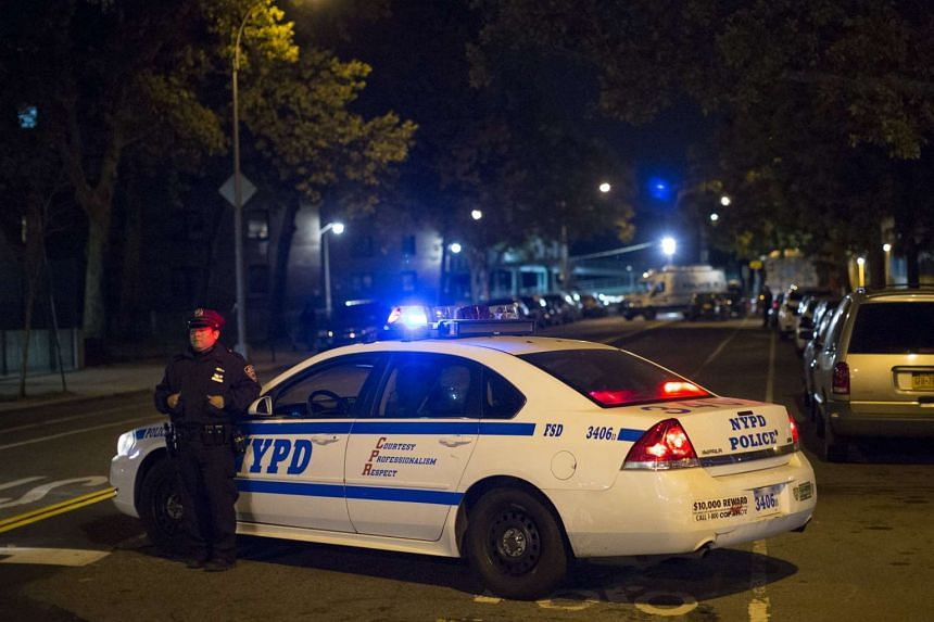 New York Police block the scene where the shooting of Officer Randolph Holder occurred in the Manhattan borough of New York, Oct 21, 2015.