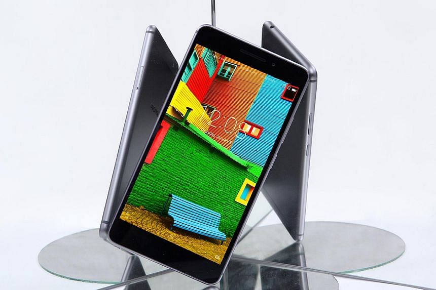 Lenovo's Phab Plus smartphone costs $499 - a good price for a device that does not scrimp on hardware and offers mobile features on a tablet-type device.