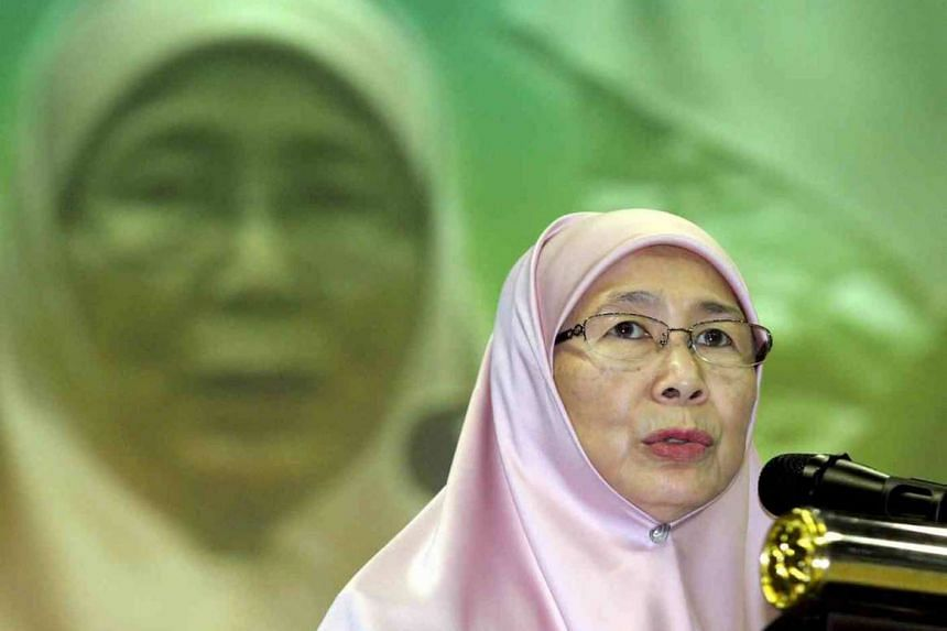 Malaysia's opposition leader Datuk Seri Dr Wan Azizah Wan Ismail on Thursday, Oct 22 submitted a motion of no confidence against Prime Minister Datuk Seri Najib Razak.