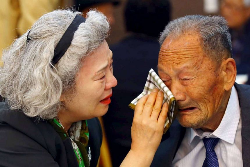 South Korean Lee Jung-sook, 68, wipes tears from the face of her North Korean father Lee Hong Jong, 88, during the farewell session of a reunion for separated families at Mount Kumgang resort in North Korea on Oct 22, 2015.