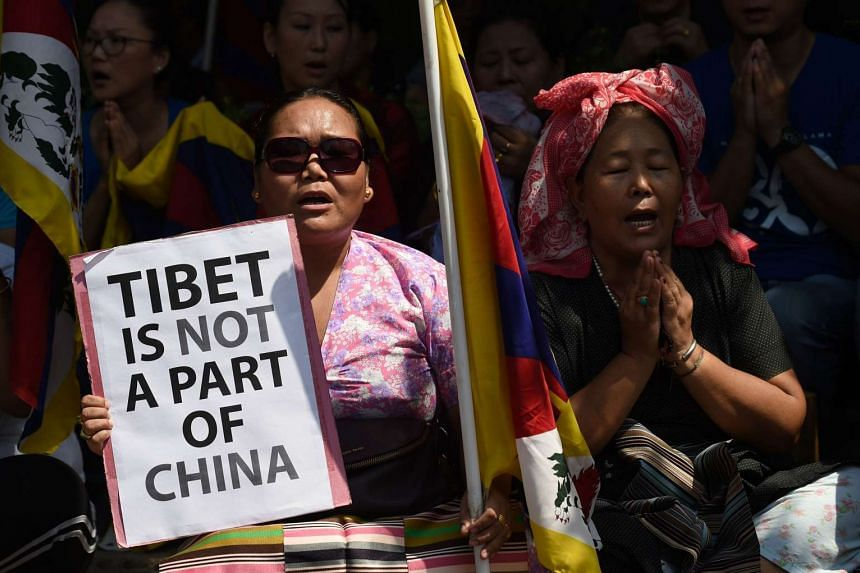 Members of the Tibetan Youth Congress living in exile shout slogans next to the United Nations Office in New Delhi on Sept 28, 2015.