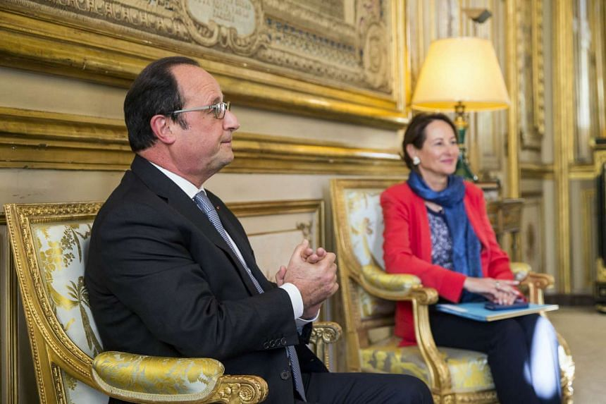 French President Francois Hollande (left) and French Ecology Minister Segolene Royal (right) discuss with Green Climate Fund Executive Director during a meeting at the Elysee palace in Paris, on Oct 1, 2015.