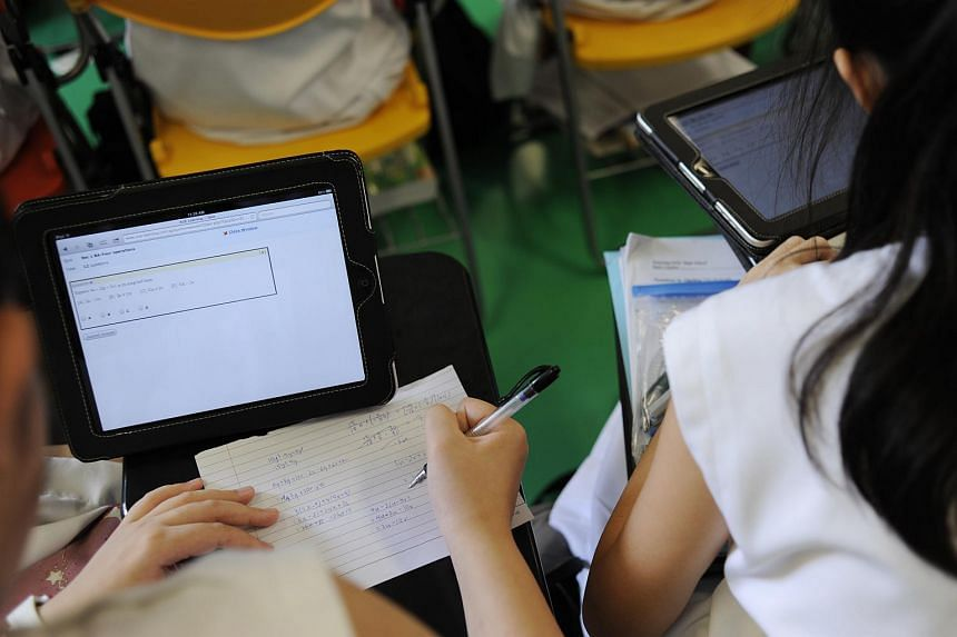 Nanyang Girls' High school students learning with the help of iPads in 2011.