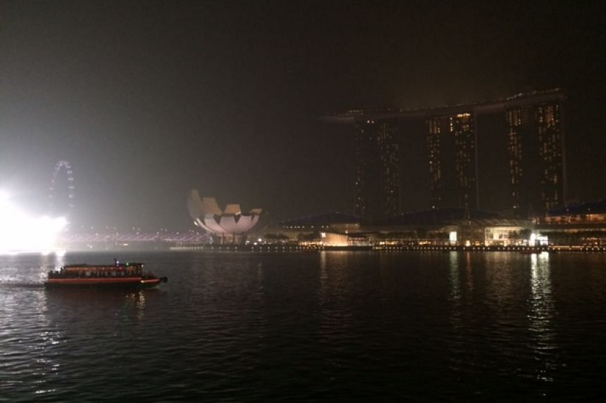The haze situation at Marina Bay Sands at 9pm when the 3-hour PSI reading was at 244.