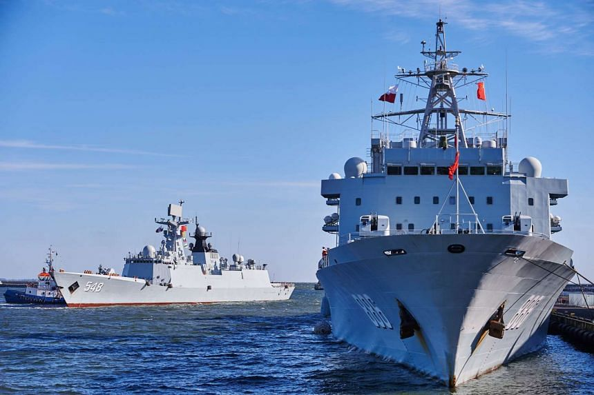 Chinese Navy vessels Qiandaohu (right) and Yiyang enter the port of Gdynia, Poland, on Oct 7, 2015.