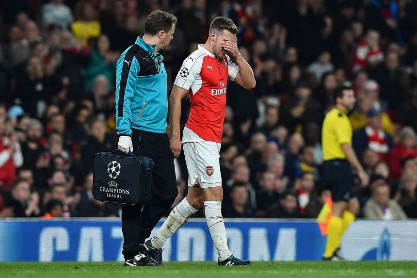 Ramsey leaves the pitch injured during the match against Bayern Munich on Oct 20, 2015.