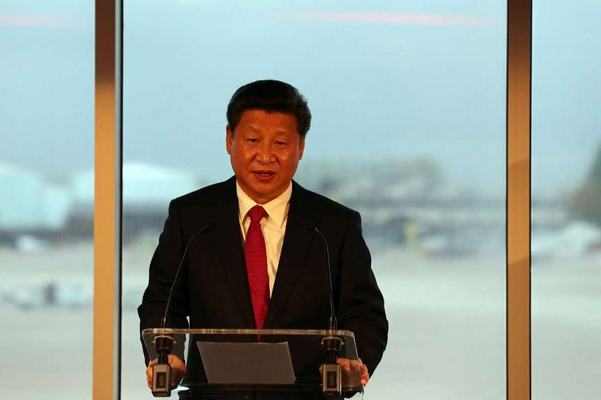 Chinese President Xi Jinping speaks to guests before boarding an airplane to return to China, from Manchester, Britain, on Oct 23, 2015. He has been on a four day state visit to Britain.