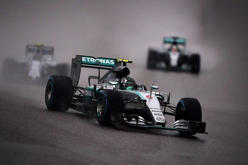 Mercedes driver Nico Rosberg of Germany races on the main straight during the delayed qualifying session of the US Formula One Grand Prix at the Circuit of The Americas in Austin, Texas on Oct 25, 2015.