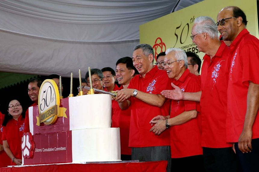 PM Lee Hsien Loong cutting the cake at a dinner celebrating the 50th anniversary of the Citizens Consultative Committee. With him are (from right) DPM Tharman Shanmugaratnam, Emeritus Senior Minister Goh Chok Tong, Mr Goh Peng Tong, organising chairm
