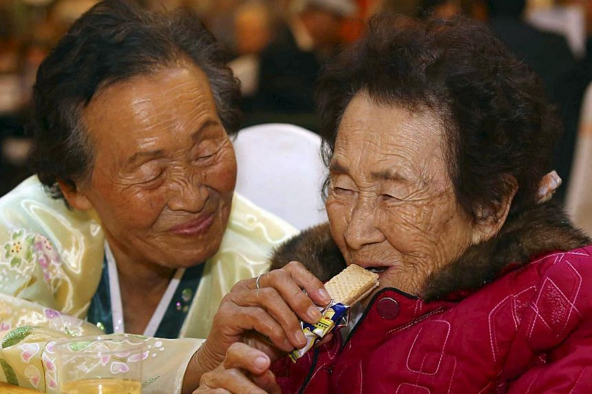 North Korean Kim Ri Nam giving her South Korean sister Kim Yu-nam a snack during their reunion on Mount Kumgang on Oct 25, 2015.