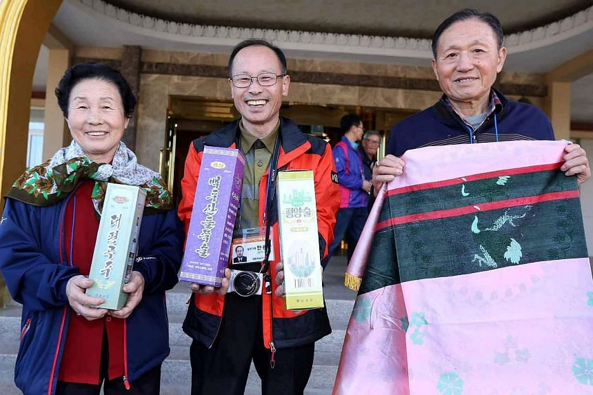 Reunion participants posing with the gifts they received from a North Korean family on Oct 24, 2015.