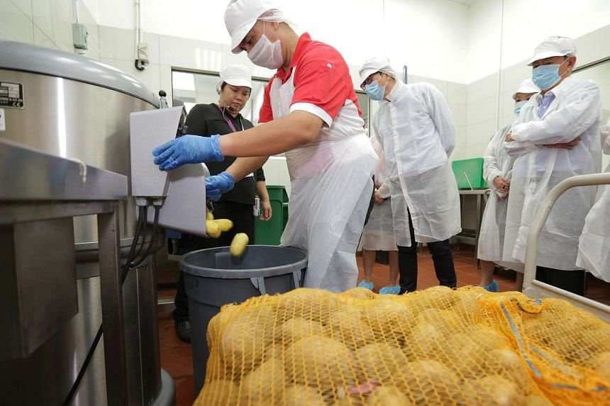 This potato peeling can peel up to 300kg of potatoes per hour, a job which would require at least 10 employees to get through by hand.