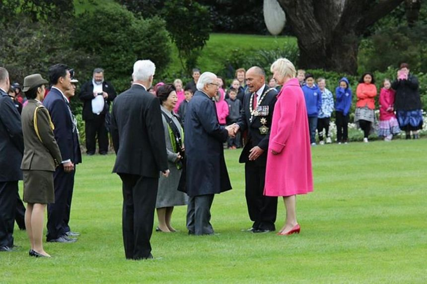 President and Mrs Tan being welcomed by Governor General Sir Jerry Mateparae and Lady Janine Mateparae at the Government House.