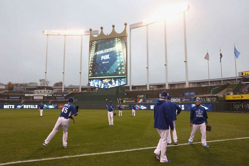 The Kansas City Royals warm up prior to Game One of the 2015 World Series against the New York Mets at Kauffman Stadium on Oct 27, 2015 in Kansas City, Missouri.