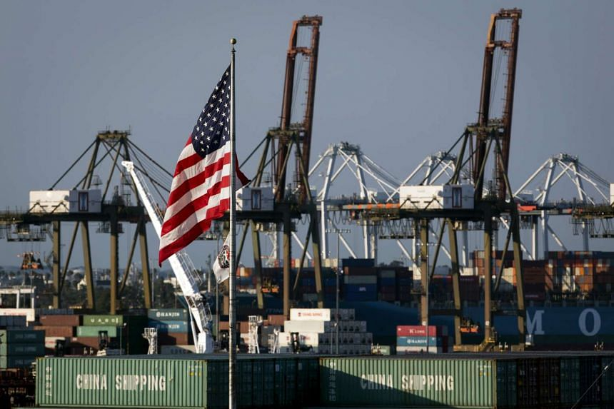 A fall in exports and private investment saw the US economy growing at a slower pace in the third quarter.