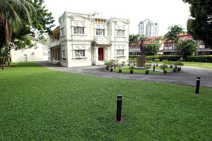The ashram in Kuala Lumpur was built in 1908 in honour of Swami Vivekananda, a famous philosopher from India. The building is used for community education and spiritual development.