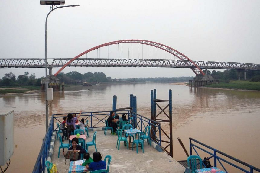 People having dinner at a restaurant near Kahayan river in Palangkaraya, in Central Kalimantan, on Oct 29, 2015, as residents enjoy clearer skies after many days of choking haze.