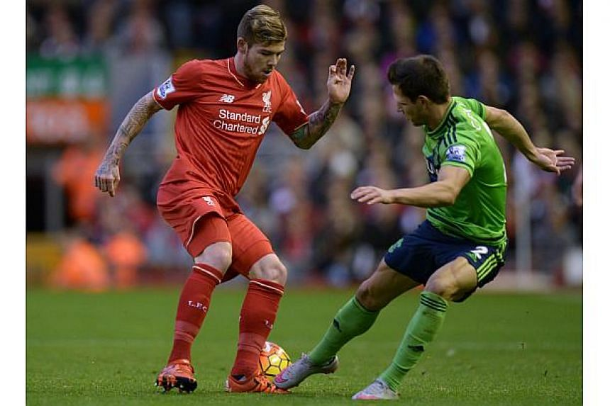 Liverpool's Spanish defender Alberto Moreno (left) vies with Southampton's defender Cedric Soares (right) during the match between Liverpool and Southampton on Oct 25, 2015.