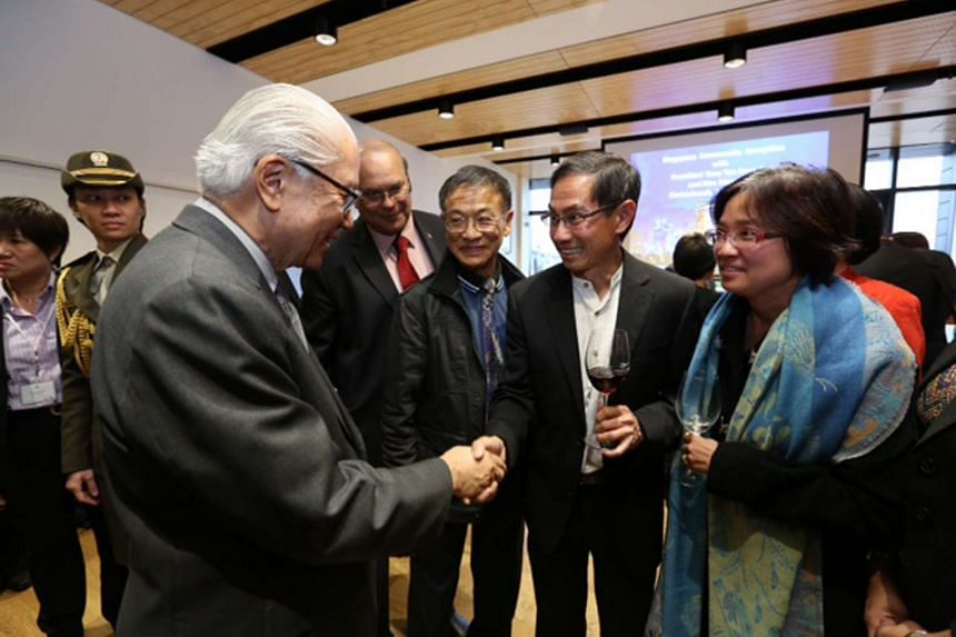 President Tony Tan Keng Yam interacting with Singaporeans in New Zealand at a reception in Christchurch on Oct 29, 2015.