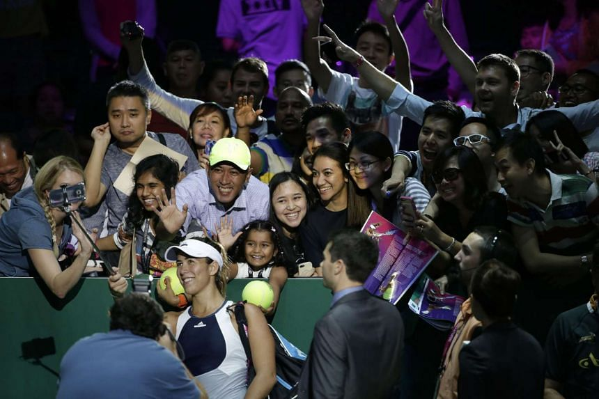 "Local and foreign fans taking a ""wefie"" with Garbine Muguruza. Emerging stars like her are making up for the absence of some big names."