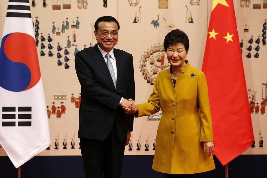 South Korean President Park Geun-hye (right) shakes hands with Chinese Premier Li Keqiang before their meeting at the presidential Blue House in Seoul, South Korea, on Oct 31, 2015.