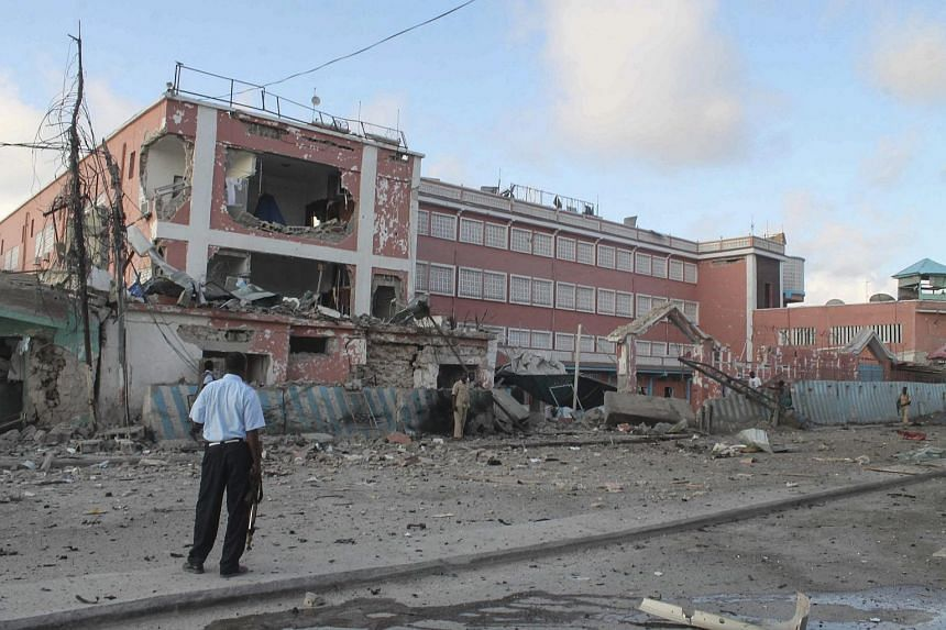Security officers stand in front of the Sahafi Hotel after a car bomb exploded, in Mogadishu, Somalia, on Nov 1, 2015.