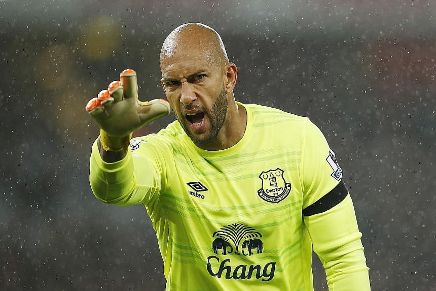 Tim Howard has not been in good form lately but Everton manager Roberto Martinez says the American goalie still brings experience.